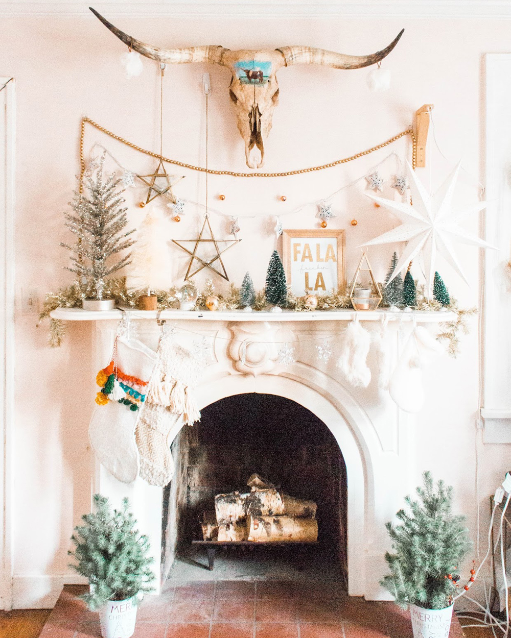 Decorate Your Fireplace For Christmas - Home Envy Members Club